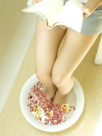 Prepara los pies para pedicura