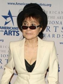 Twitter se mofa de Yoko Ono y Hillary Clinton