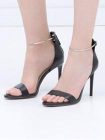 Un look de sandalias de Yves Saint Laurent a precio de Zara