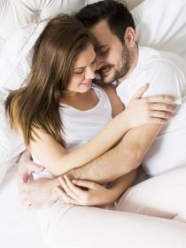 Por qué se reduce el sexo en pareja