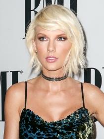 El maquillaje estilo grunge de Taylor Swift paso a paso
