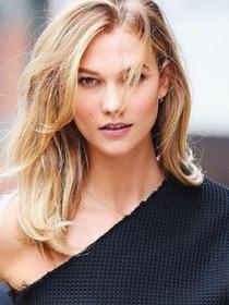 Karlie Kloss: el maquillaje ideal para labios sin volumen