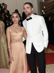 ¡No hay boda! Pattinson deja a FKA Twigs por Christina Ricci