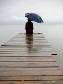 Soñar que pierdes a tus amigos: cuando la soledad te invade