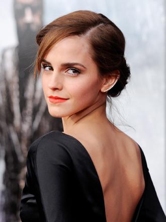 ¿Quieres ser elegante? Ficha las faldas midi de Emma Watson