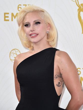 El maquillaje de Lady Gaga en los Emmys 2015 en 5 pasos