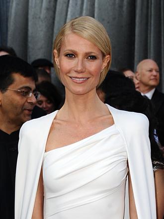Vestidos con capa, saca tu lado heroína como Gwyneth Paltrow