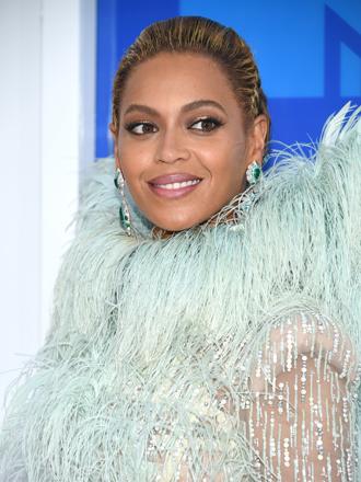 ¿Melena larga? Ficha el sexy peinado con trenzas de Beyoncé