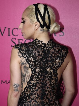 Así se peina el moño de ángel de Lady Gaga paso a paso