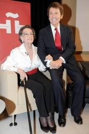 La actriz Amparo Rivelles junto a Raphael