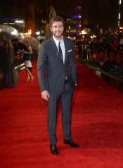 Liam Hemsworth luce planta en la presentación de los Juegos del Hambre