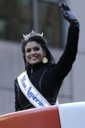 Miss America ha presidido el Desfile de Acción de Gracias 2013 en Nueva York