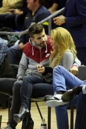 No hay crisis entre Shakira y Piqué, juntos viendo un partido de baloncesto