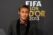 Neymar, además no acertar con su look, acudió sin Bruna