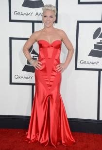 Pink, con un look de lo más formal en los Grammy 2014