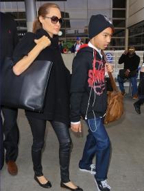 Angelina Jolie y su hijo Maddox en Los Ángeles