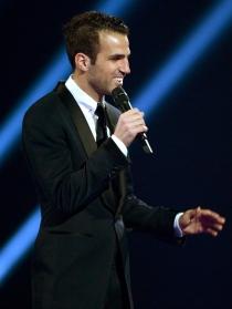 Cesc Fábregas volvió a sacar su lado más elegante en los Brit Awards 2014