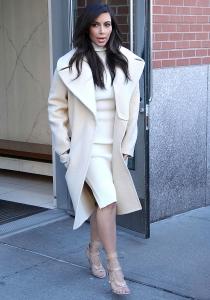 Kim Kardashian, de blanco impoluto por las calles de Nueva York