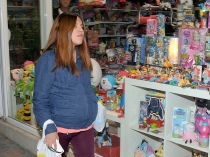 Chabelita ya busca juguetes para Alberto Isla Pantoja