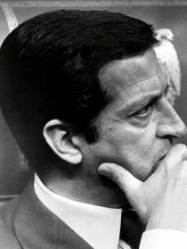 Adolfo Suárez, pensativo en un acto oficial en Madrid