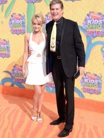 David Hasselhoff y su novia Hayley Roberts en los Kids Choice Awards