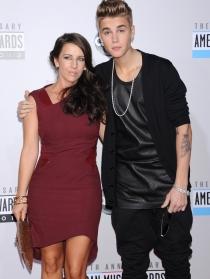 Justin Bieber y su joven madre Patty Mallete