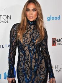 Jennifer Lopez, con transparencias por la vida: ¡casi aparece desnuda!