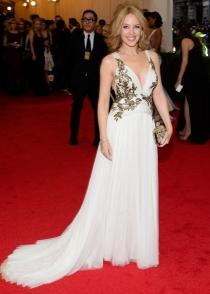 Kylie Minogue, radiante con un vestidazo blanco en los MET 2014