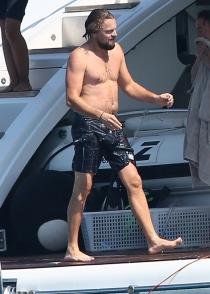 Leonardo DiCaprio lució su descuidado cuerpo en Ibiza