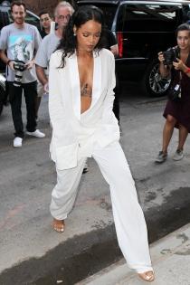 El arriesgado escote de Rihanna en la Semana de la Moda de Nueva York
