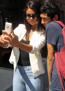 Selena Gomez, no sin mi iPhone
