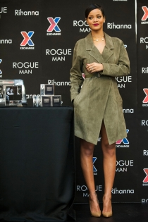 El look de Rihanna en la presentación de su perfume