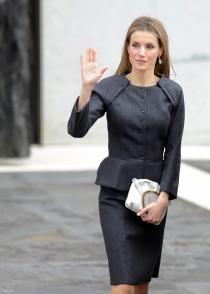 El look de la reina Letizia, demasiado tétrico para un día de fiesta