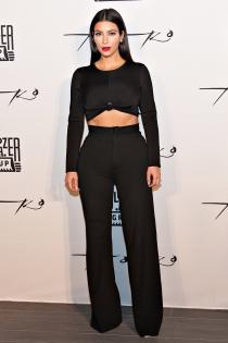 Kim Kardashian presume de vientre plano