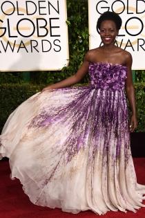 Lupita Nyong'o, con un espectacular Giambattista Valli en los Globos de Oro