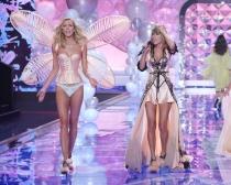 Taylor Swift y Karlie Kloss, en otro de los desfiles de Victoria's Secret