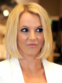 Melena midi: el corte de pelo rubio de Britney Spears