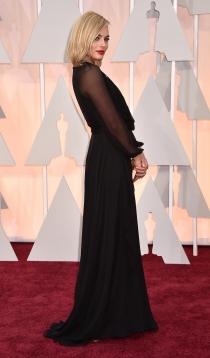 Margot Robbie y su vestido negro con transparencias