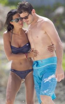 Iker y Sara, en la playa descansado del ajetreo mediático