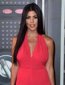 Escotes en V: la apuesta MTV de Kourtney Kardashian