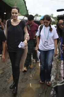Día internacional de la solidaridad: Angelina Jolie, todo por los demás