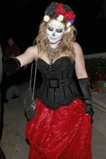Especial Halloween: Hilary Duff, elegante y terrorífica