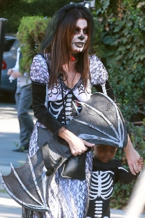 Especial Halloween: Sandra Bullock, una madre atenta