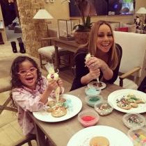 Mariah Carey, galletas navideñas junto a sus hijos