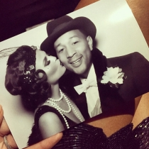 Los besos de Chrissy Teigen a John Legend
