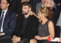 Shakira y Piqué, emocionados en un homenaje al futbolista