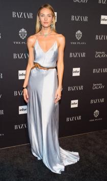 Candice Swanepoel, un ángel con slip dress, el vestido lencero