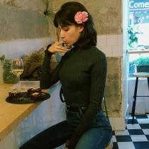 Famosas comiendo: Úrsula Corberó, sexy hasta en la cena