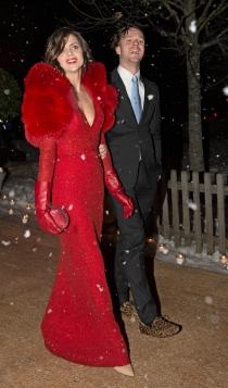Macarena Gómez, fabulosa con su estola y su marido Aldo Comas