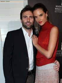 Alessandra Ambrosio, feliz con Jamie Mazur